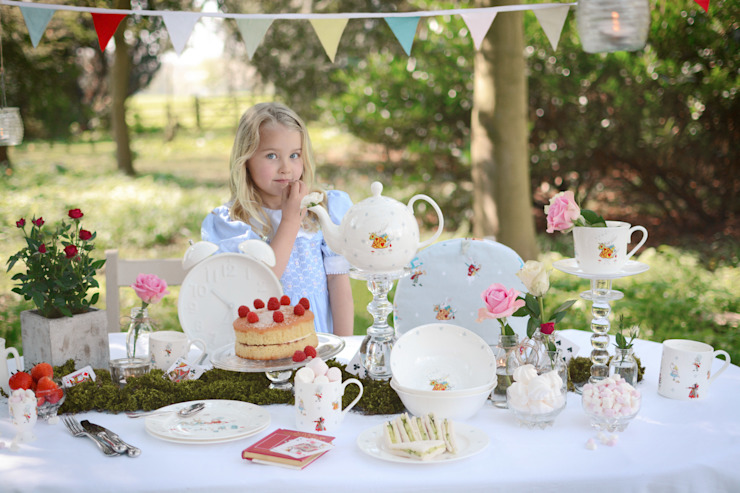 Alice in Wonderland Homewares collection by Sophie Allport Oleh Sophie Allport Klasik