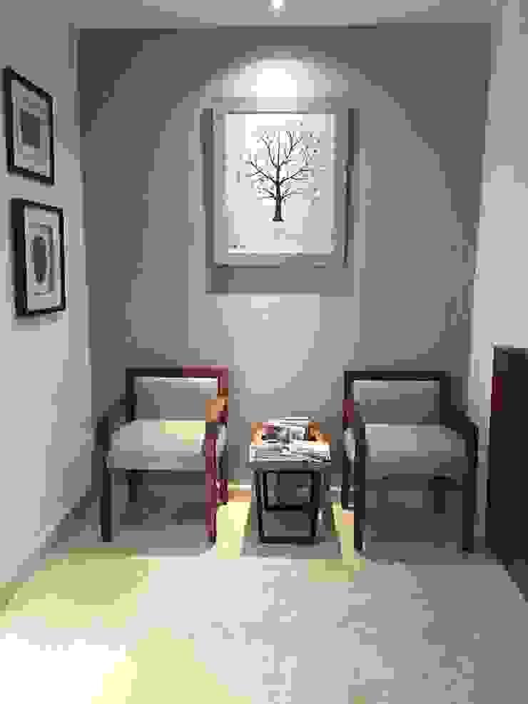 Marival Hotel Office Pasillos, vestíbulos y escaleras modernos de DECO Designers Moderno