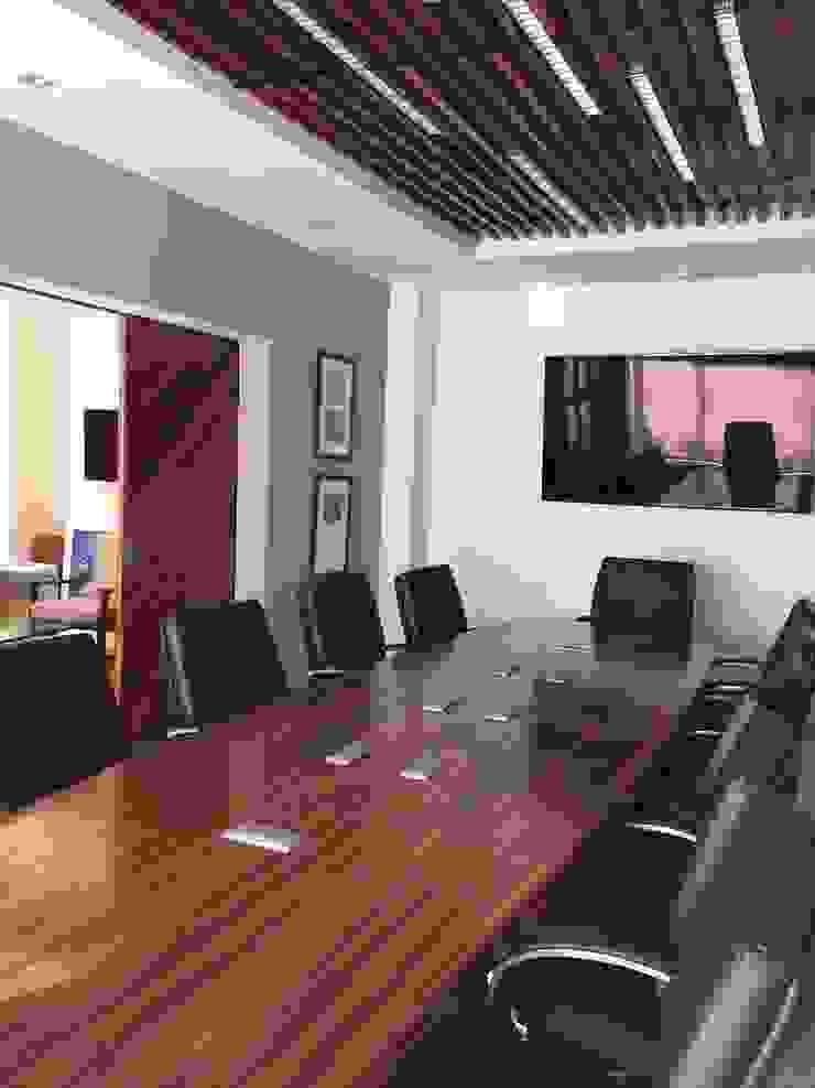 Marival Hotel Office Salas multimedia modernas de DECO Designers Moderno