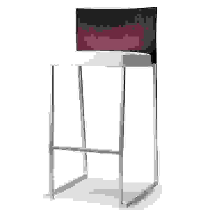 Tonon Brand Stool by Martin Ballendat di belvisi furniture Moderno
