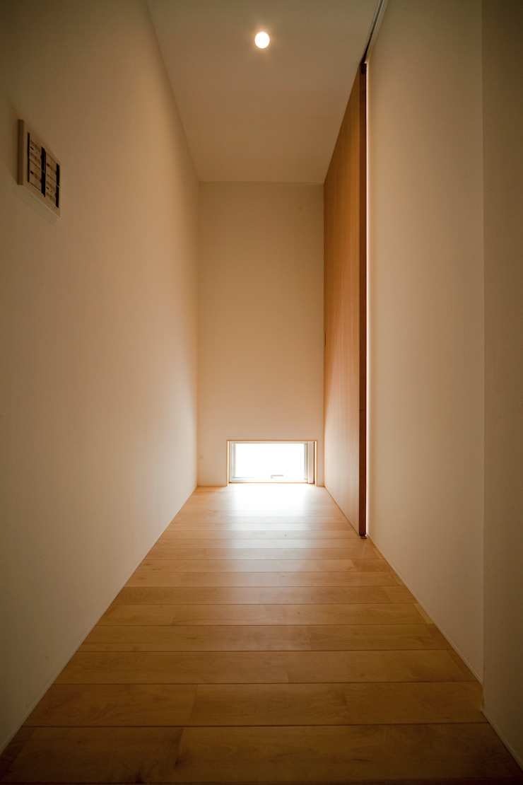廊下−1 ミニマルスタイルの 玄関&廊下&階段 の 有限会社クリエデザイン/CRÉER DESIGN Ltd. ミニマル