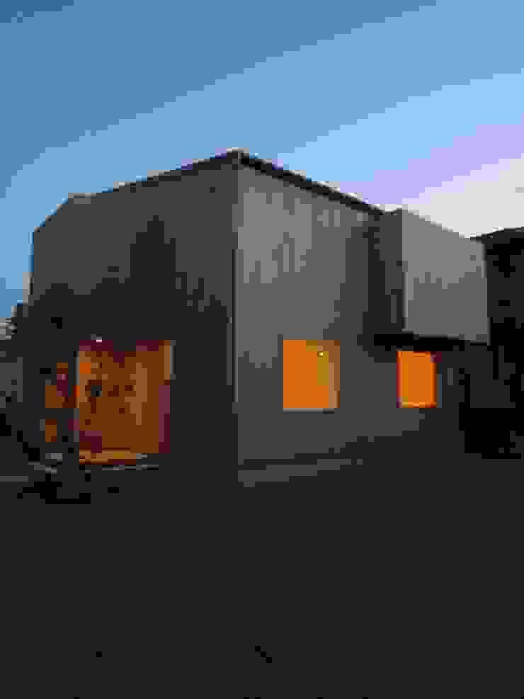 外観(夕景) ミニマルな 家 の 有限会社クリエデザイン/CRÉER DESIGN Ltd. ミニマル