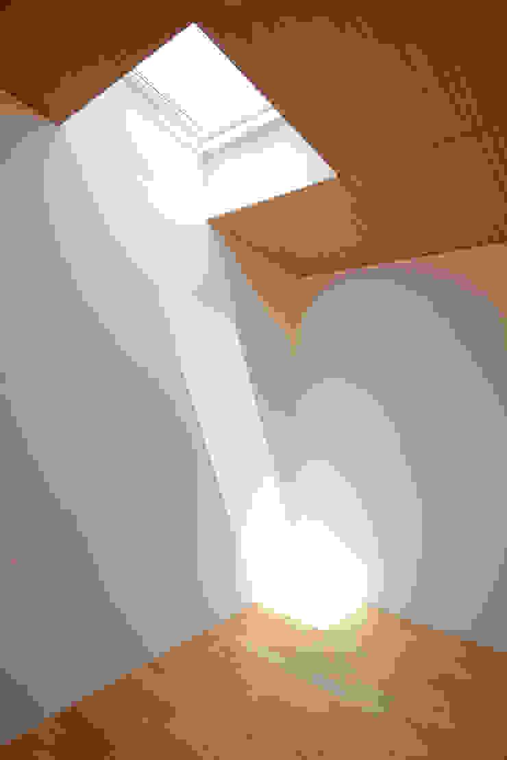 個室−2 ミニマルスタイルの 寝室 の 有限会社クリエデザイン/CRÉER DESIGN Ltd. ミニマル