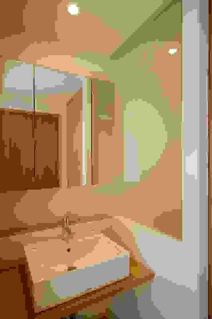 2階洗面 ミニマルスタイルの お風呂・バスルーム の 有限会社クリエデザイン/CRÉER DESIGN Ltd. ミニマル