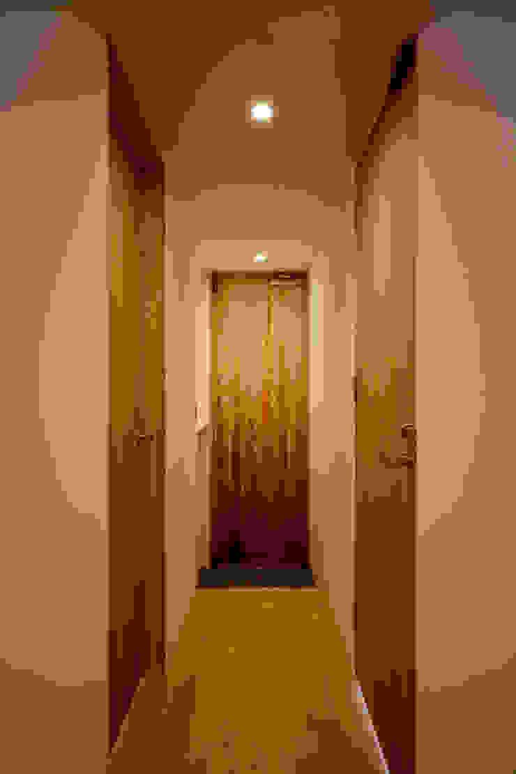 玄関廊下−2(2世帯用) ミニマルスタイルの 玄関&廊下&階段 の 有限会社クリエデザイン/CRÉER DESIGN Ltd. ミニマル