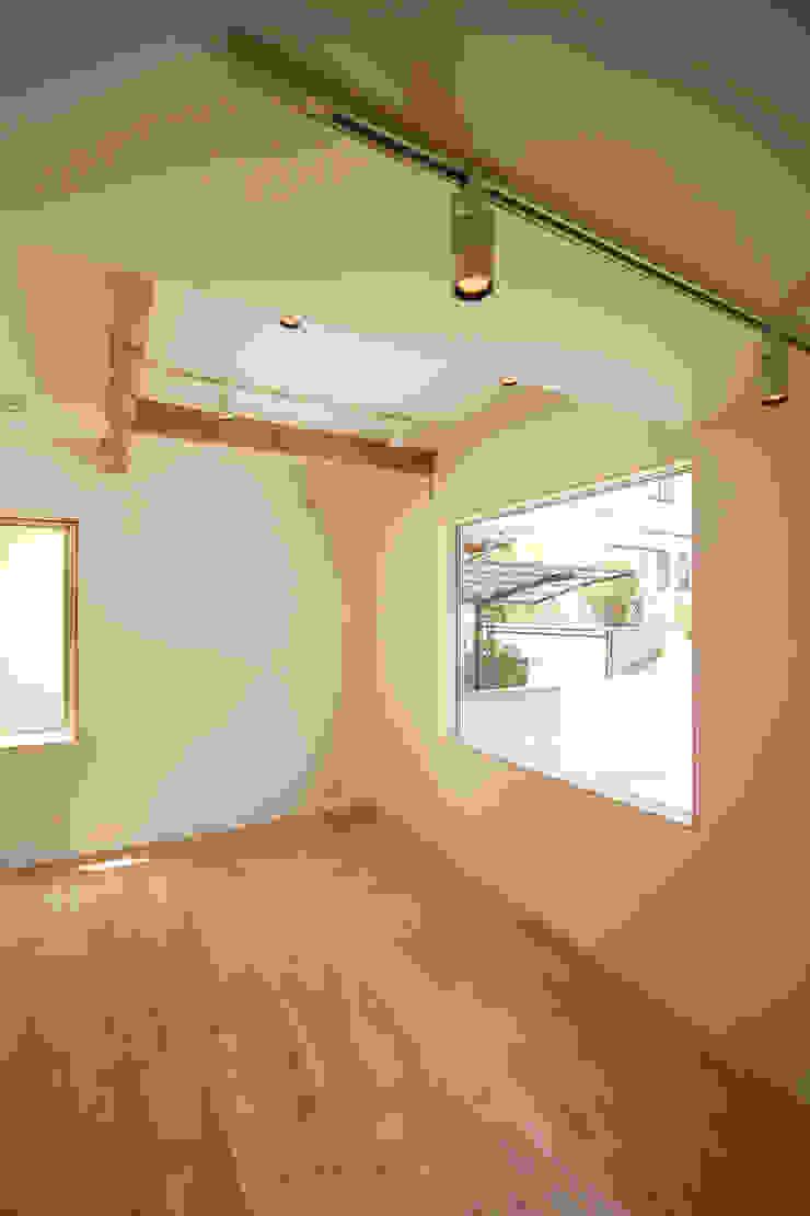個室−3(2世帯用) ミニマルデザインの リビング の 有限会社クリエデザイン/CRÉER DESIGN Ltd. ミニマル
