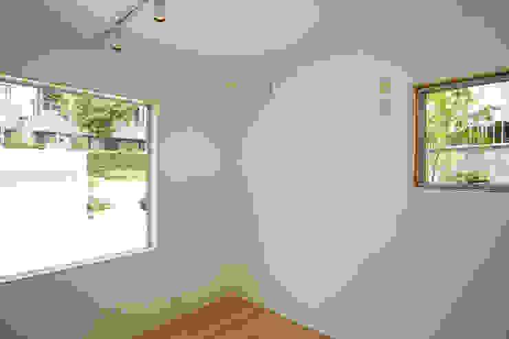 個室−4(2世帯用) ミニマルスタイルの 寝室 の 有限会社クリエデザイン/CRÉER DESIGN Ltd. ミニマル