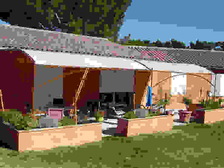Terrasse et jardinière Jardin méditerranéen par Emilie Granato Architecture d'intérieur Méditerranéen