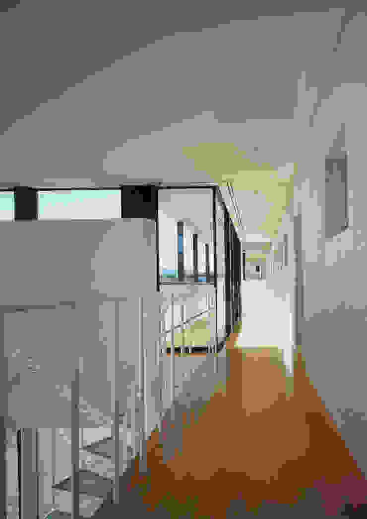 W.D.A Ingresso, Corridoio & Scale in stile moderno