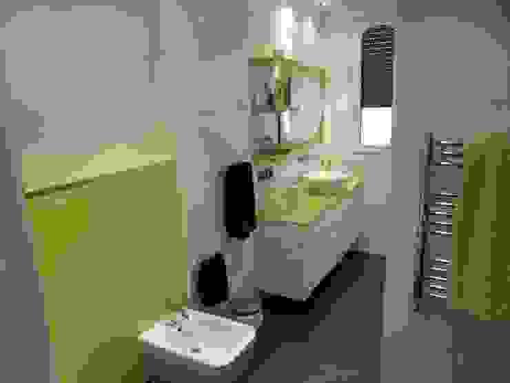 Salle de bain de style  par calero y asociados interioristas,