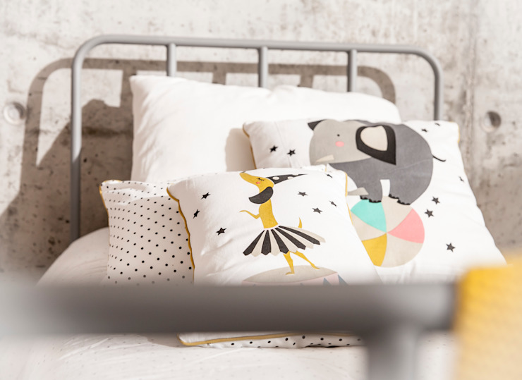 Cojines y ropa de cama para decorar dormitorios infantiles Dormitorios infantiles de estilo industrial de BEL AND SOPH Industrial