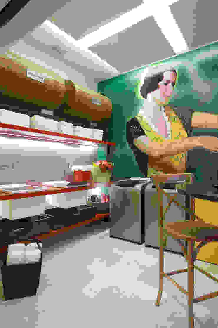 Galerías y espacios comerciales de estilo moderno de CARMELLO ARQUITETURA Moderno