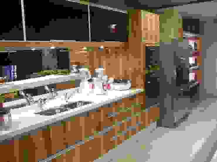 CARMELLO ARQUITETURA ห้องครัวซิงก์และก๊อกน้ำ