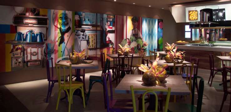 CARMELLO ARQUITETURA ห้องครัวโต๊ะและเก้าอี้