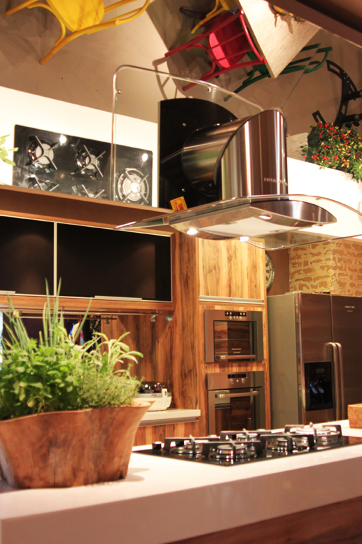 CARMELLO ARQUITETURA ห้องครัวเคาน์เตอร์ครัว