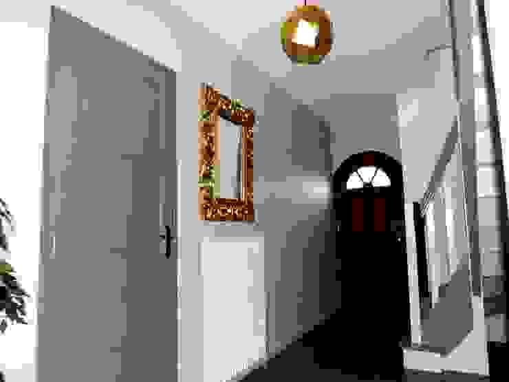 CLEF EN MAIN Couloir, entrée, escaliers scandinaves par Muraccioli design Scandinave