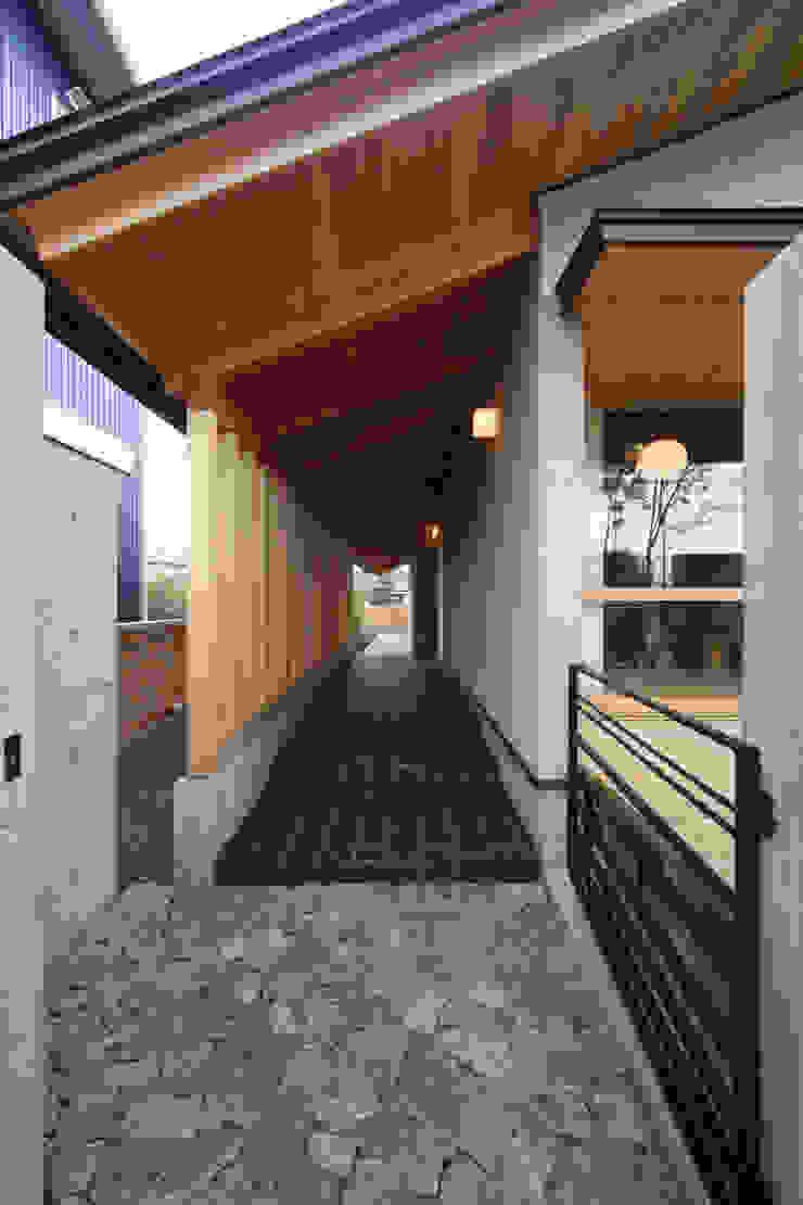 玄関ポーチ 日本家屋・アジアの家 の 青木昌則建築研究所 和風