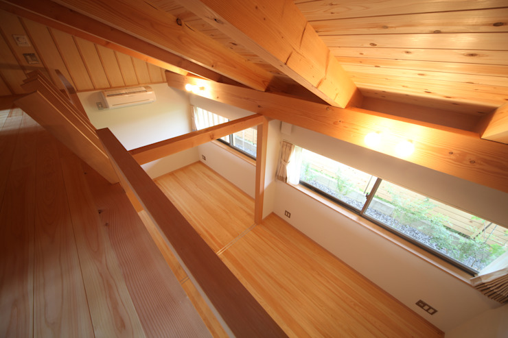 個室&ロフト: 青木昌則建築研究所が手掛けた子供部屋です。,和風