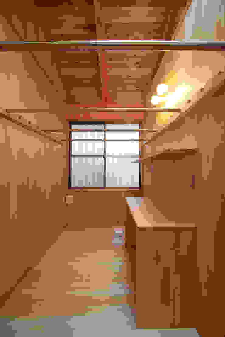 洗濯室 和風デザインの 多目的室 の 青木昌則建築研究所 和風