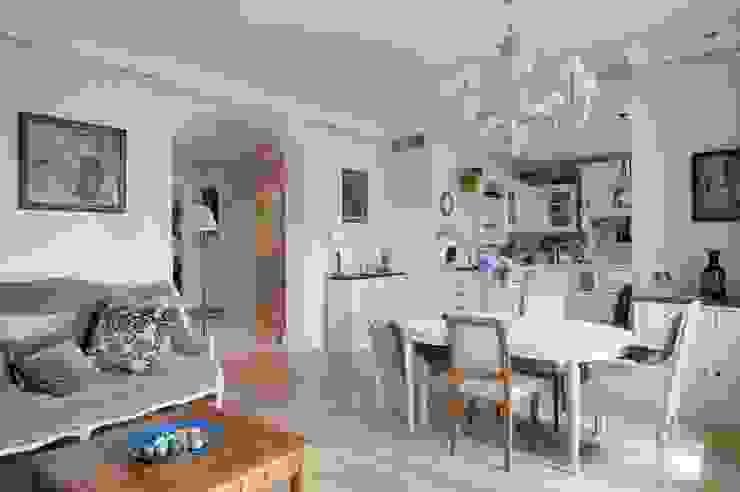 Светлая квартира Гостиная в классическом стиле от ANIMA Классический