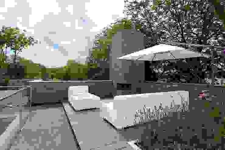 Balkon met lounge Moderne balkons, veranda's en terrassen van Stoop Tuinen Modern