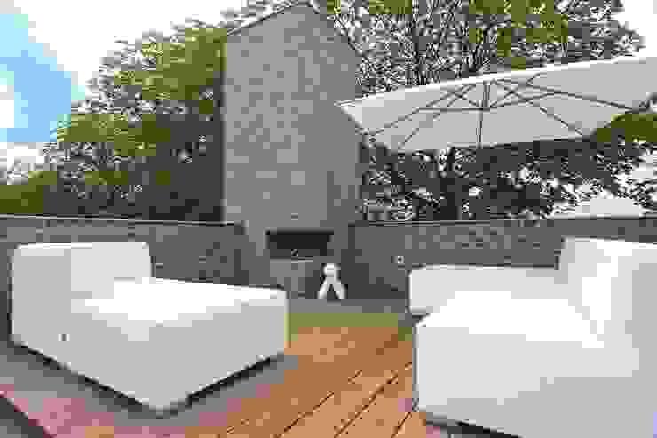 Op grote hoogte Moderne balkons, veranda's en terrassen van Stoop Tuinen Modern