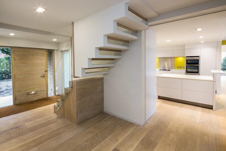 Stairs & entrance hall Modern corridor, hallway & stairs by Gavin Langford Architects Modern