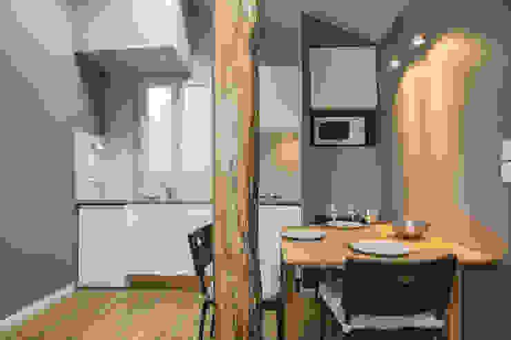 Dining room by cristina velani, Modern