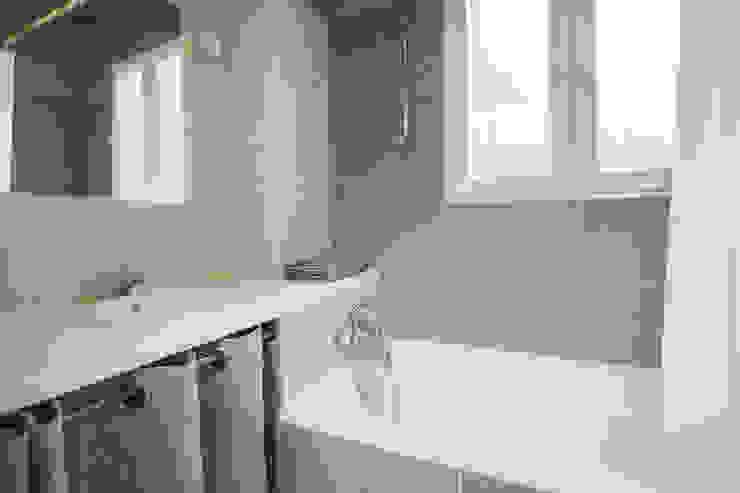 ASILE POPINCOURT 75011 PARIS Salle de bain moderne par cristina velani Moderne