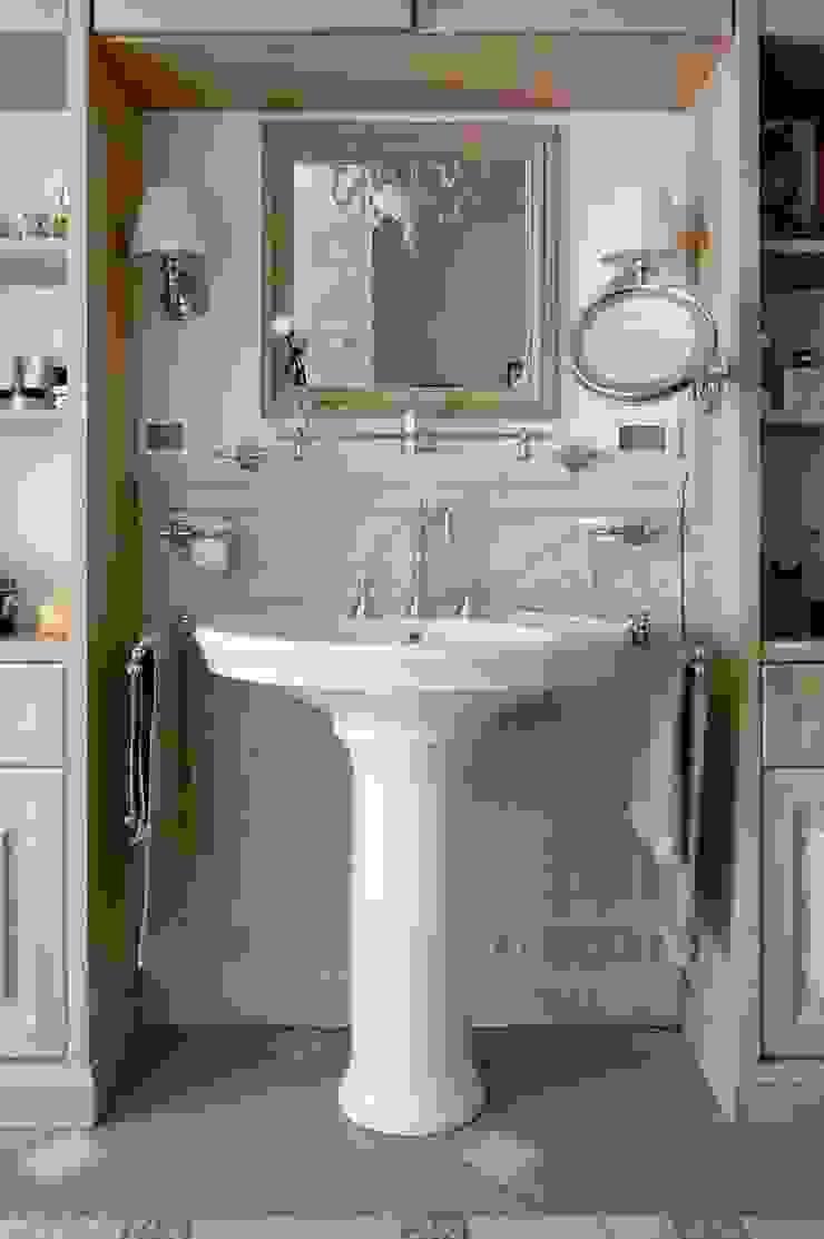 Светлая квартира Ванная в классическом стиле от ANIMA Классический
