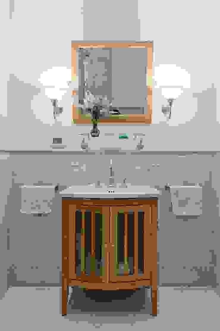 Светлая квартира Ванная комната в стиле модерн от ANIMA Модерн