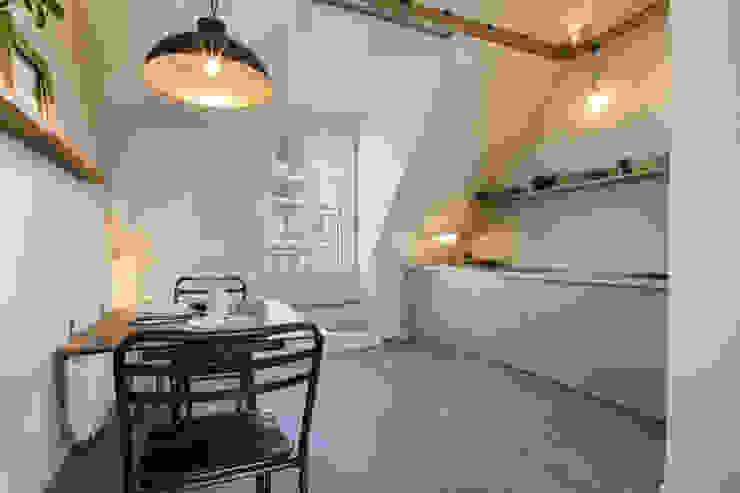 Scandinavian style dining room by cristina velani Scandinavian