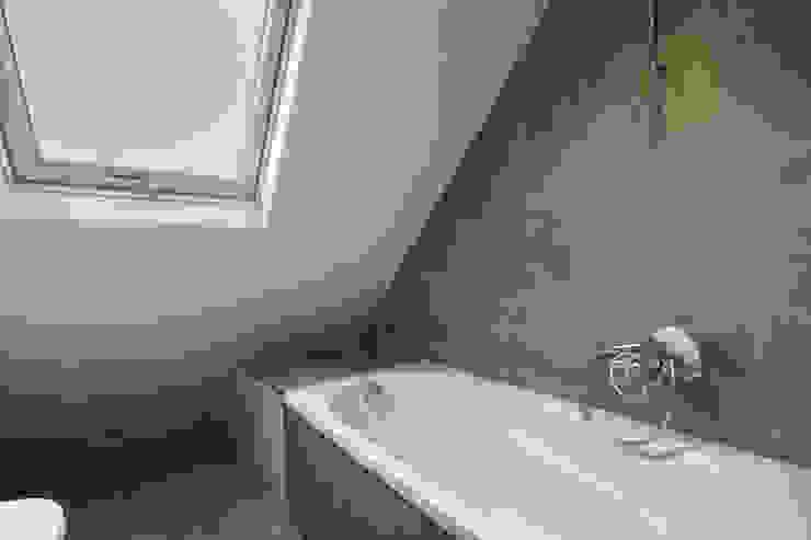 Scandinavian style bathroom by cristina velani Scandinavian
