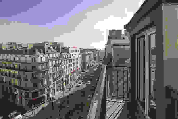 rue de rivoli 75001 PARIS Balcon, Veranda & Terrasse scandinaves par cristina velani Scandinave