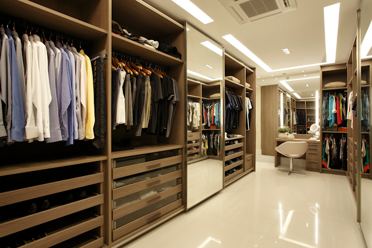 Closet do casal: Closets  por Arquitetura e Interior,