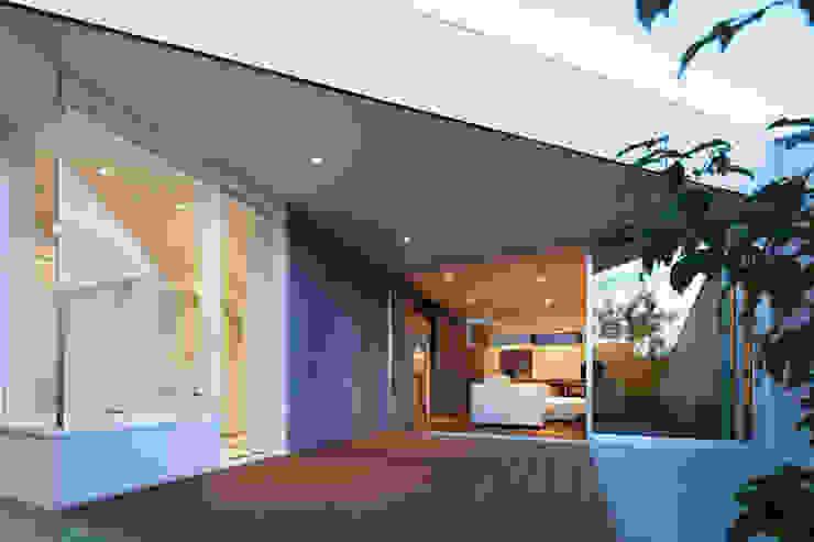 TY 光が降り注ぐテラスのある家 モダンな庭 の 山縣洋建築設計事務所 モダン