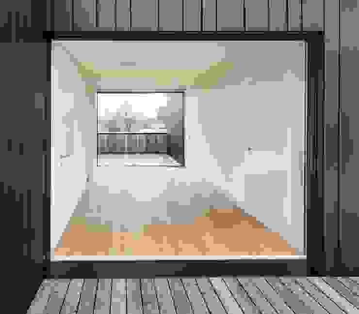 Wohnhaus in Kilchberg Klassischer Balkon, Veranda & Terrasse von Frei + Saarinen Architekten Klassisch