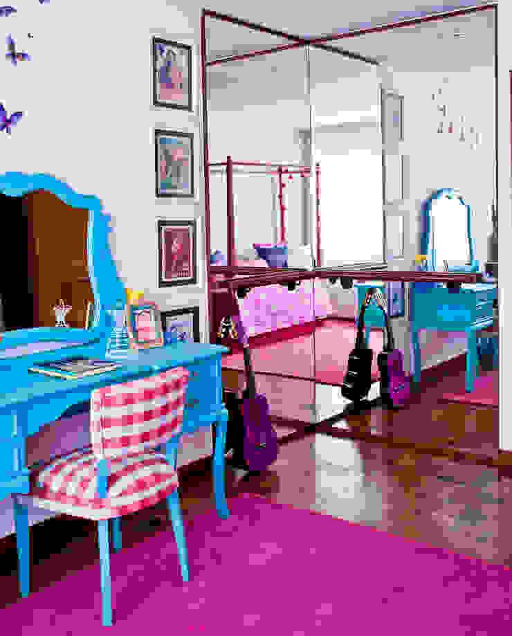 CARMELLO ARQUITETURA ห้องนอนเด็กโต๊ะและเก้าอี้