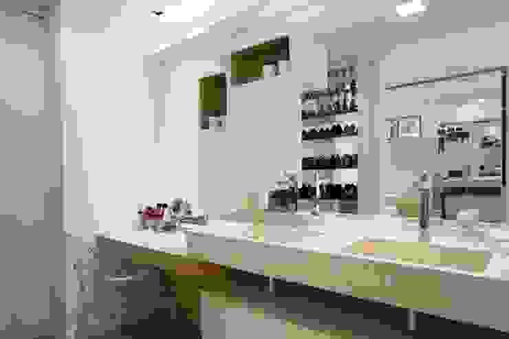 Apartamento Jacob Banheiros modernos por Estúdio Kza Arquitetura e Interiores Moderno