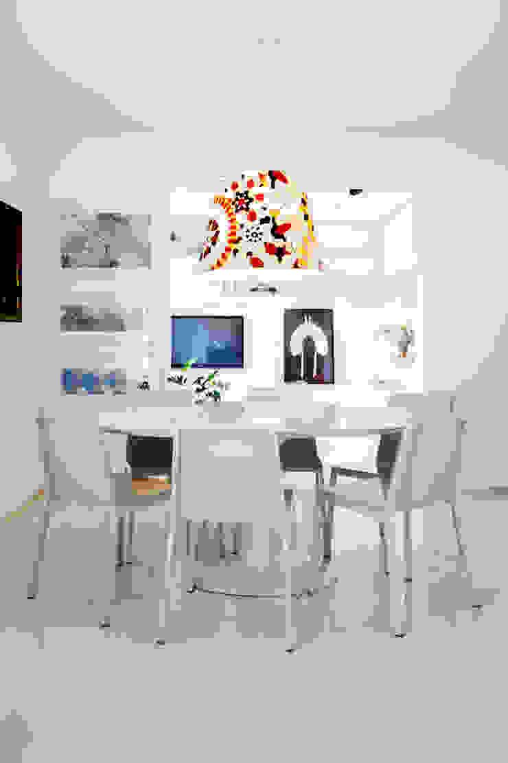 Mesa Saarinem e pendente com tecido Missoni Home Salas de jantar minimalistas por Helô Marques Associados Minimalista