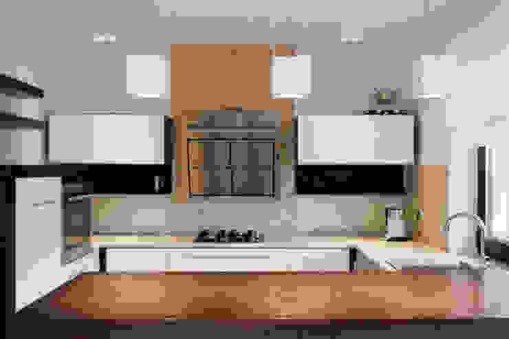 Realizacja projektu domu 160 m2 pod Krakowem Nowoczesna kuchnia od Lidia Sarad Nowoczesny