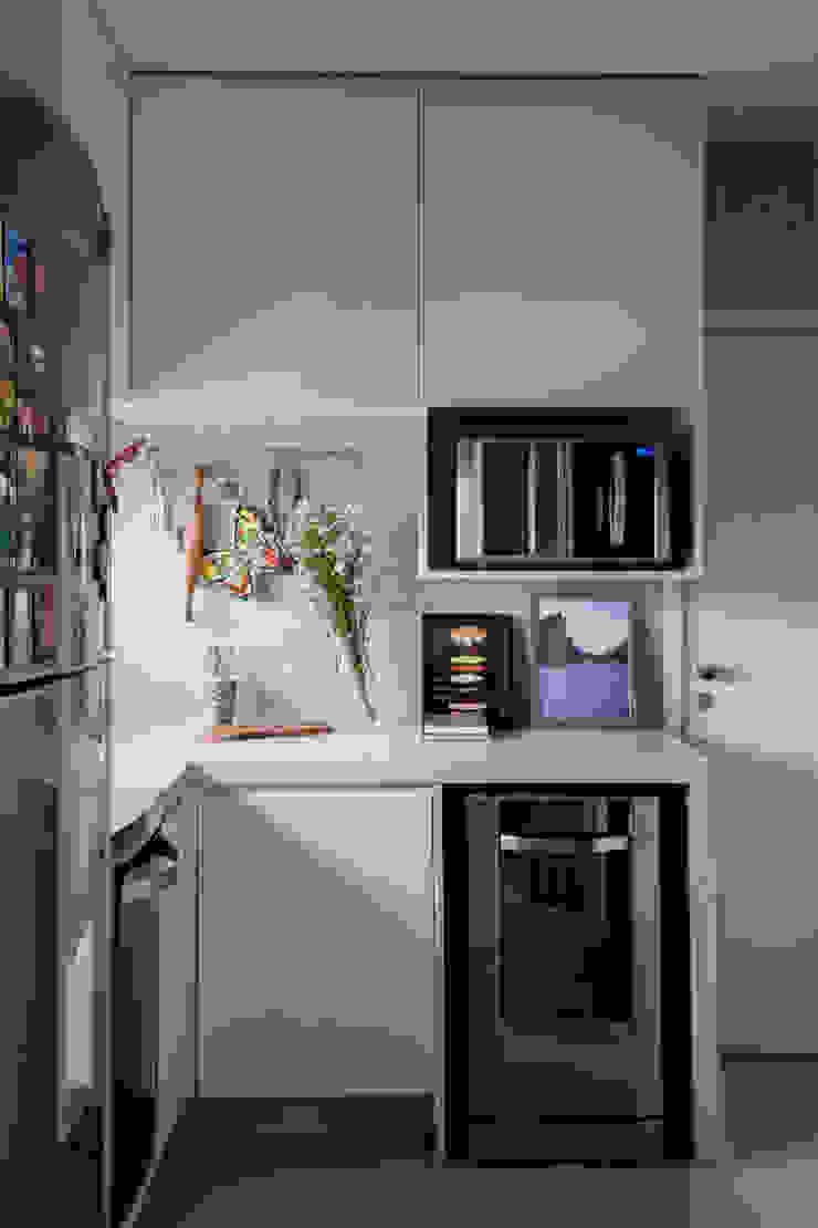 Shades of White Cozinhas mediterrâneas por Helô Marques Associados Mediterrâneo