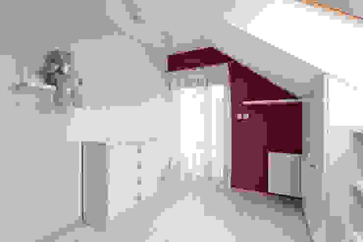 Realizacja projektu domu 160 m2 pod Krakowem Nowoczesny pokój dziecięcy od Lidia Sarad Nowoczesny