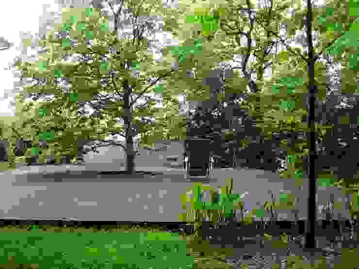 k house モダンな庭 の suz-sas モダン