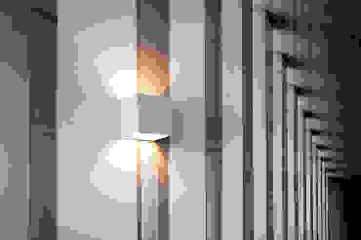 Realizacja projektu mieszkania 70 m2 w Krakowie od Lidia Sarad Minimalistyczny