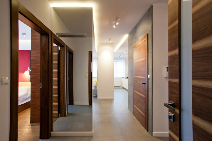 Realizacja projektu mieszkania 54 m2 w Krakowie Lidia Sarad Minimalistyczny korytarz, przedpokój i schody