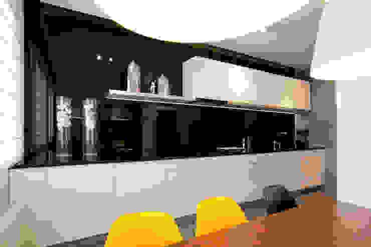 Realizacja projektu mieszkania 54 m2 w Krakowie Minimalistyczna kuchnia od Lidia Sarad Minimalistyczny