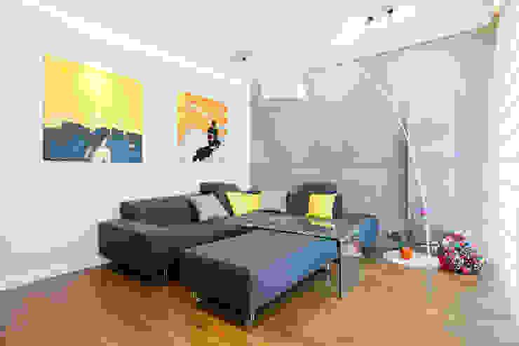 Realizacja projektu mieszkania 54 m2 w Krakowie Minimalistyczny salon od Lidia Sarad Minimalistyczny