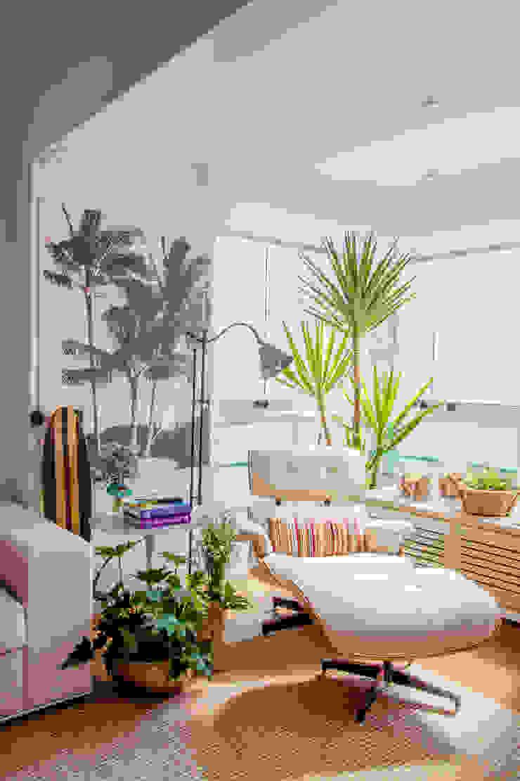 Egzotyczny salon od Helô Marques Associados Egzotyczny