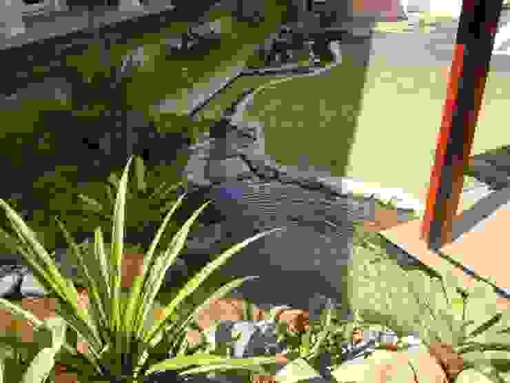 Lago artificial Jardins tropicais por Flávia Brandão - arquitetura, interiores e obras Tropical